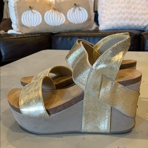 Gold Wedge Sandal-Size 8